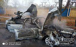 В бессознательном состоянии госпитализирована криворожанка, авто которой врезалось в дерево и загорелось
