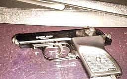 Двое мужчин проникли в дом к женщине и отобрали деньги, угрожая пистолетом, - они задержаны