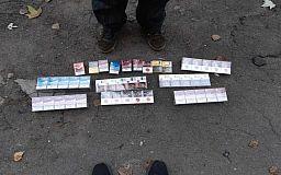 Полицейские изъяли у криворожанина 100 пачек контрафактных сигарет