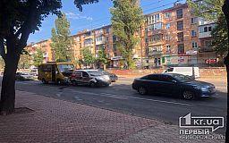 ДТП в Кривом Роге: недалеко от одной из площадей столкнулись две иномарки и маршрутка