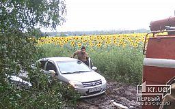 В Криворожском районе спасатели достали 4 авто из грязи