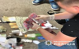 За взяточничество криворожские правоохранители задержали двоих сотрудников Госпродпотреб службы