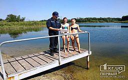 Отдыхай на воде с умом: спасатели на пляже пообщались с криворожанами