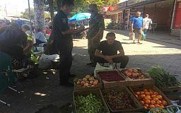 Более 90 килограммов овощей и фруктов изъяли у криворожских продавцов, торгующих «с рук»