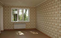 В Кривом Роге за бюджетные деньги отремонтировали квартиру парню, лишенному родительской опеки