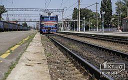 Приднепровские железнодорожники отремонтировали пешеходный мост на ж/д вокзале в Кривом Роге