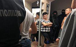 В Кривом Роге орудовала группировка, члены которой украли со счетов украинцев 1,5 миллиона гривен
