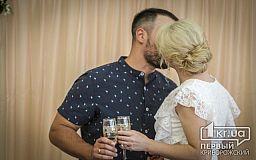 В День Государственного Флага Украины Кривом Роге поженилась тысячная пара, выбравшая услугу «Брак за сутки»