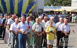 Криворізькі чиновники та правоохоронці поклали квіти до підніжжя пам'ятнику великому кобзареві
