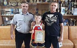Криворожского школьника, который борется с распространением наркотиков, наградили полицейские
