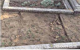 Криворожанина задержали за кражу металла с могил