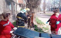 Криворожские пожарные спасли пенсионера, который не мог самостоятельно выбраться из горящей квартиры