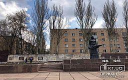 В Кривом Роге начали реконструкцию стелы памятника погибшим работникам рудоуправления имени Кирова