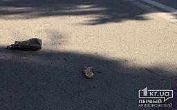 В Кривом Роге мотоциклист сбил девушку с ребенком