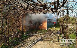В Кривом Роге огонь уничтожил крышу дома