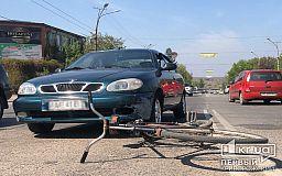 В Кривом Роге велосипедист нарушил ПДД и пострадал в ДТП
