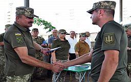 Криворізьких військовослужбовців відзнаками нагородив командувач Операцією ООС