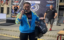 Криворожанка стала чемпионкой мира по поднятию бревна