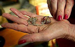 Внимание, новый вид мошенничества! Женщины представляются ясновидящими и забирают деньги у пенсионеров