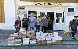 Криворожанка передала більше 4 тисяч українських книжок у зону проведення ООС