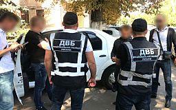 Криворожский полицейский за 10 тысяч гривен обещал подозреваемому в уголовном преступлении изменить квалификацию дела, - прокуратура