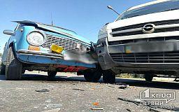 В Кривом Роге водитель микроавтобуса не уступил дорогу «копейке», пострадал пассажир легковушки