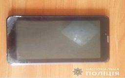 Полицейские оперативно задержали криворожанина, который разбил окно сторожки и украл планшет