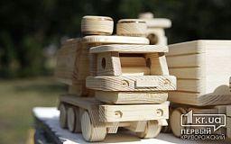 На шестой деревянный фестиваль в Кривом Роге мастера привезли тысячи авторских изделий