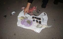 Криворожанин пытался перебросить на территорию колонии пакет с наркотиками
