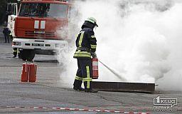 Криворожские пожарные ликвидируют чрезвычайную ситуацию на стадионе «Металлург» в рамках учений
