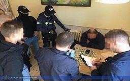 В Днепре задержали членов ОПГ, которые представляясь сотрудниками СБУ, шантажировали предпринимателя