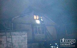 Пожарные вынесли 90-летнюю криворожанку из горящего дома