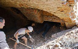 Криворожан пригласили в Никополь, чтобы вернуть артефакты из заброшенного купеческого подвала