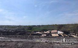 Криворожане выбрасывают бытовые отходы на кладбище