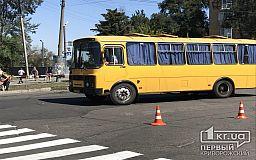 Под Кривым Рогом неизвестные забросали камнями автобус с людьми, которые ехали на митинг