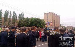 На шествие в Кривом Роге мужчина пришел с портретом Сталина
