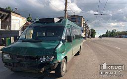 ДТП в Кривом Роге: на перекрестке столкнулись маршрутка и легковой автомобиль, - свидетели