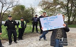 Кто крышует строительство теплиц, - криворожане снова вышли на митинг против незаконной постройки (ОБНОВЛЕНО)
