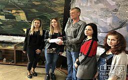 Криворізькі студенти педагогічного університету зібрали та передали кошти на реабілітацію бійця 40-го батальйону «Кривбас»