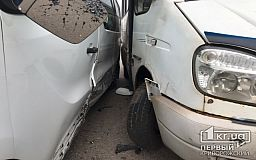 ДТП в Кривом Роге: маршрутка въехала в припаркованный микробус