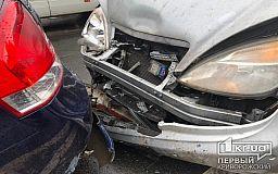 ДТП в Кривом Роге: напротив вокзала столкнулись Mercedes и Kia