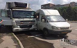ДТП в Кривом Роге: столкнулись маршрутка и грузовик, пострадал человек