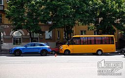 На месте концентрации ДТП в Кривом Роге столкнулись маршрутка и Porsche