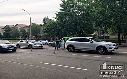 ДТП в Кривом Роге: на проспекте столкнулись два авто Volkswagen