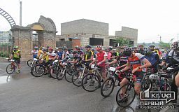 На поиски ровного асфальта отправилась весенняя велосотня в Кривом Роге