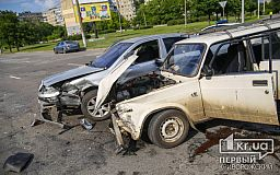 ДТП с пострадавшими в Кривом Роге: столкнулись маршрутка и два легковых автомобиля