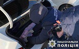 Двое чиновников вымогали деньги за оформление документов на торговлю, они задержаны областной полицией