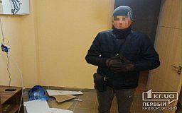 Ранее судимый криворожанин с зубилом проник в офис, его задержала охрана