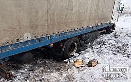 В Кривом Роге некому достать из снежного плена два авто