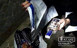 Мужчина попытался передать на территорию криворожской тюрьмы наркотики, сигареты и телефоны